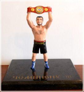 Фигурка боксера